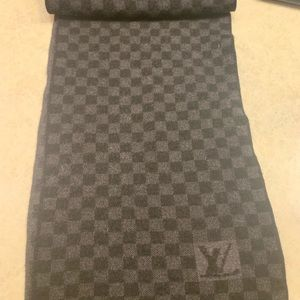 Women's 100% authentic scarf Louis Vuitton